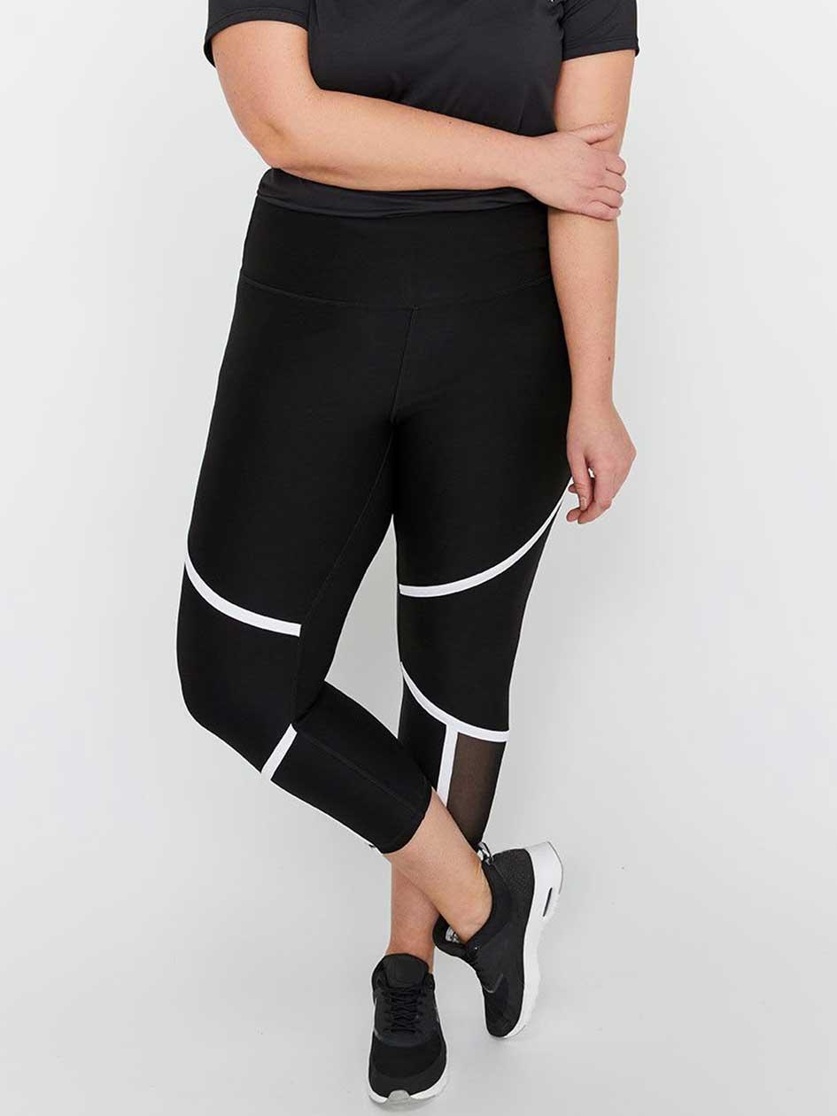 Nola Solid Performance Capri Legging