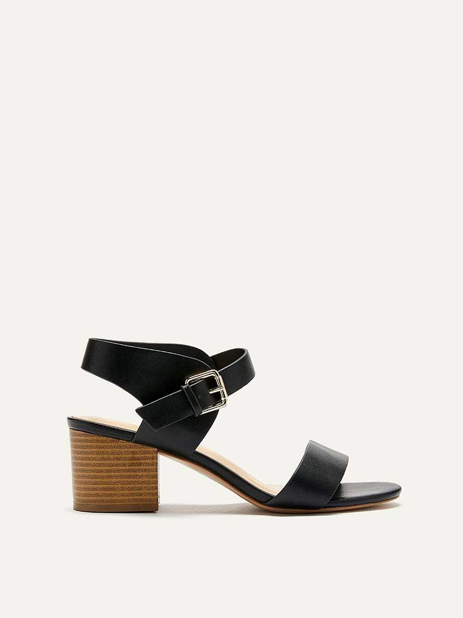 304c302f8317 Women s wide-width sandals