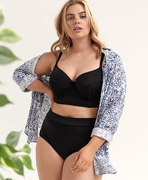 Haut de bikini avec culotte de bain assortie et chemise tunique